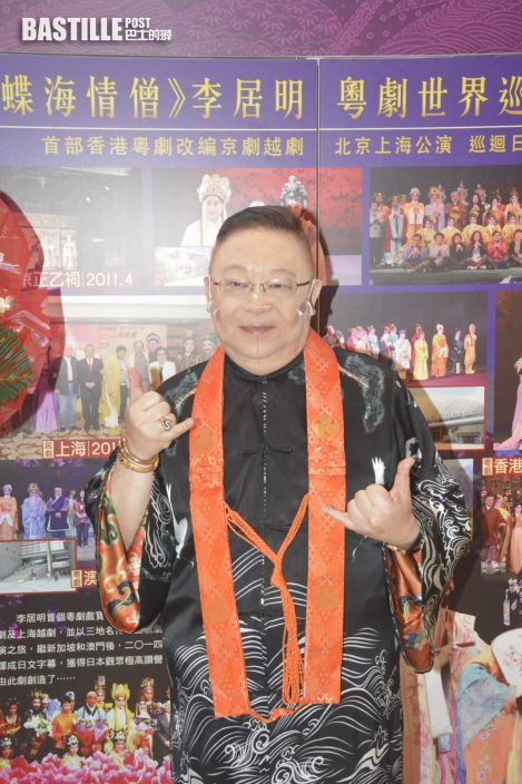 蓋鳴暉演劇目戴布口罩防疫 李居明預言香港入秋霉運消失
