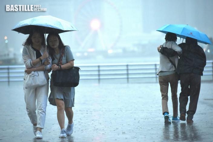 雷警生效 香港有狂風雷暴