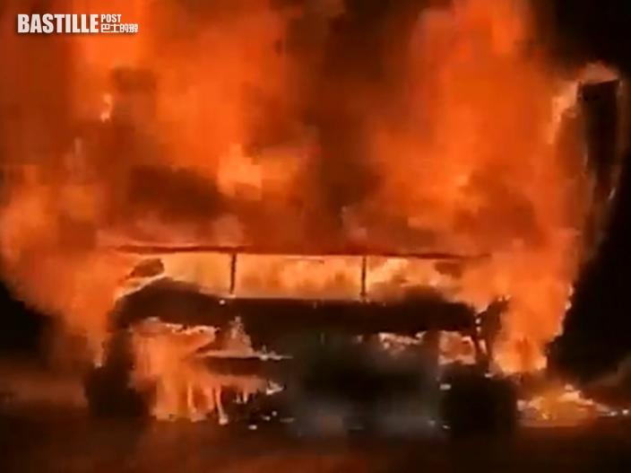 林寶超跑路上起火 滬男只顧安慰女友淡定看車燒毀