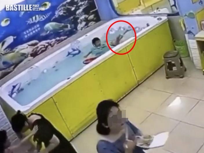 粵女童水泡卡腰溺斃 媽媽埋首吃飯盒沒發現