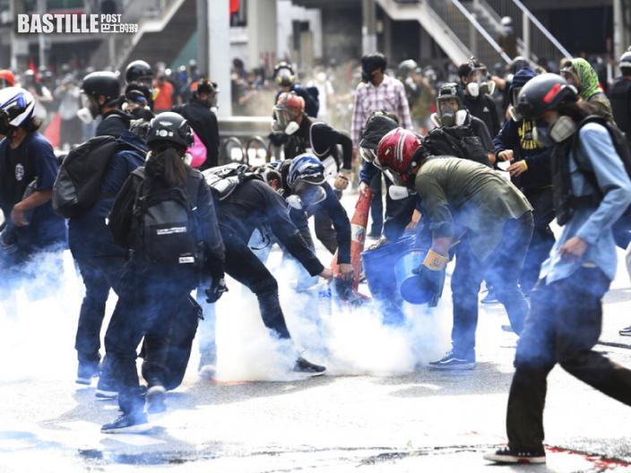 不滿政府抗疫不力 曼谷再爆大型示威