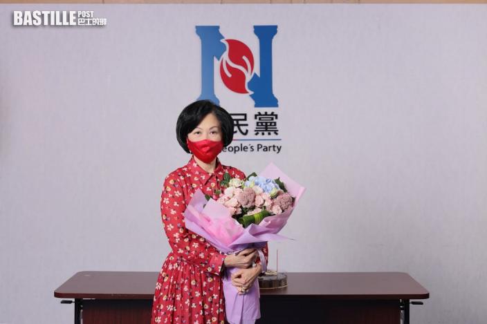 Kelly Online 葉劉淑儀71歲大壽 收花切蛋糕停不了