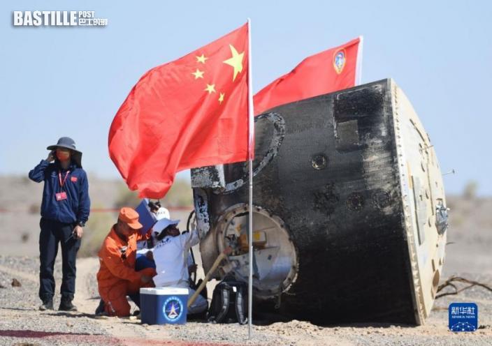 9月17日,神舟十二號載人飛船返回艙在東風著陸場成功著陸。新華社記者琚振華攝