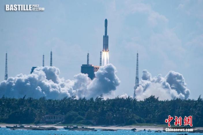 圖為長征七號遙四運載火箭點火升空瞬間。中新社