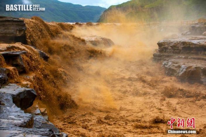 圖為波瀾壯闊的黃河壺口主瀑布。