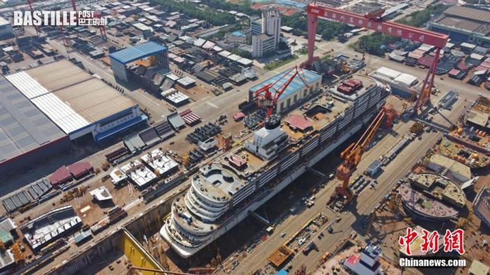 9月23日,上海,航拍中國首制大型郵輪H1508船。近日,中國首制大型郵輪H1508船全船總段製作暨搭載順利完工(無人機照片)。圖:中新社
