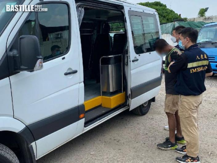 入境處全港各區打擊黑工 拘13人包括5僱主