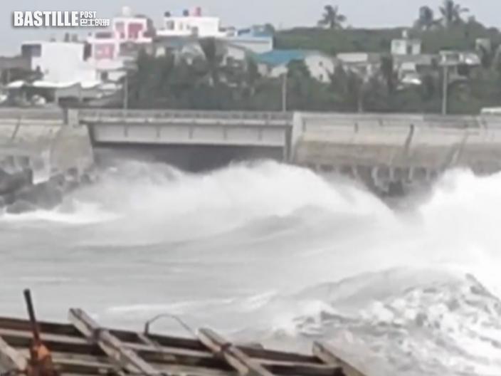 燦都暴風圈籠罩全台 蘭嶼現巨浪台東交通大受影響