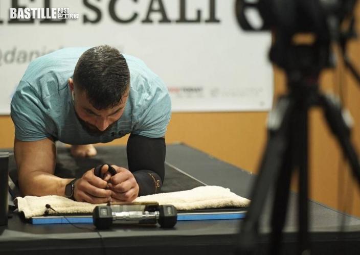平板支撐9個半鐘破世界紀錄 澳洲病患男盼外界關注特殊痛症