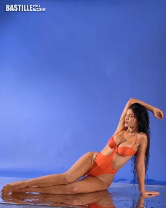 小富婆賣埋泳裝     Kylie Jenner做生招牌大騷勁爆Body