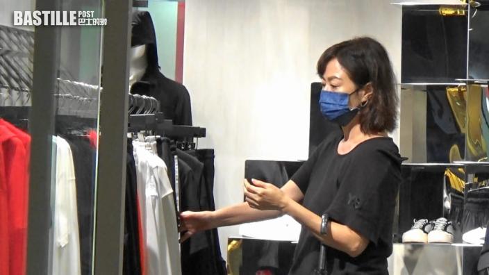 【頭條獨家】陪人Shopping一樣咁開心  57歲唐麗球笑容有少女味