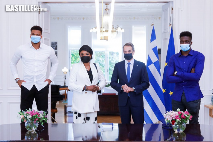 NBA 字母哥母親和弟弟 獲希臘總理親授公民身分