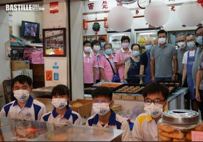 Kelly Online 葵青警區聯同少年及耆樂警訊會員 製月餅送長者