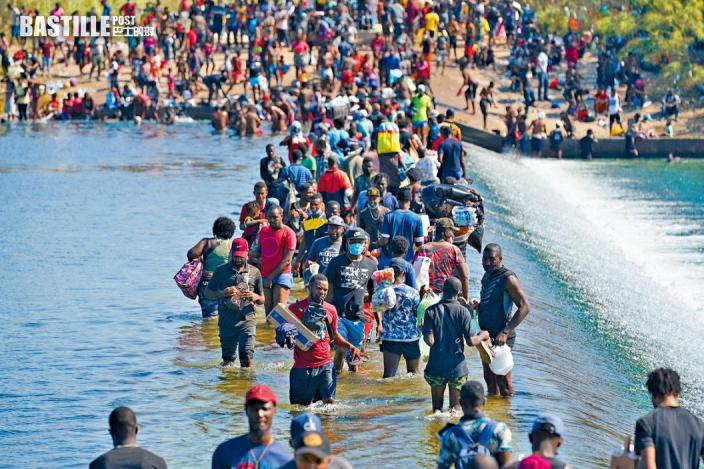 逾萬無證移民集結德州邊境