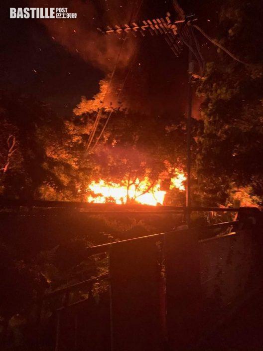 八鄉村屋火警 5人一度被困火場