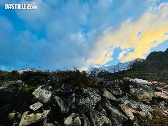 薛凱琪到海拔四千雪山開工 頭痛見暈缺氧現高原反應