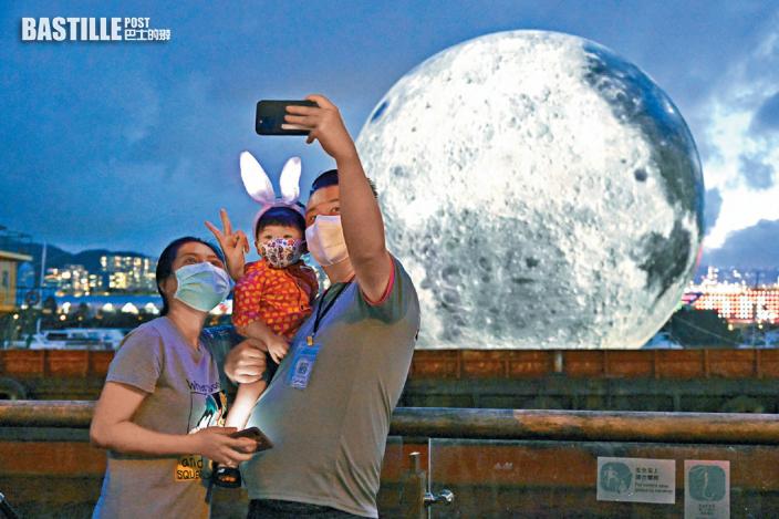「巨月」燈飾現多區成打卡熱點 近距離攬月慶中秋