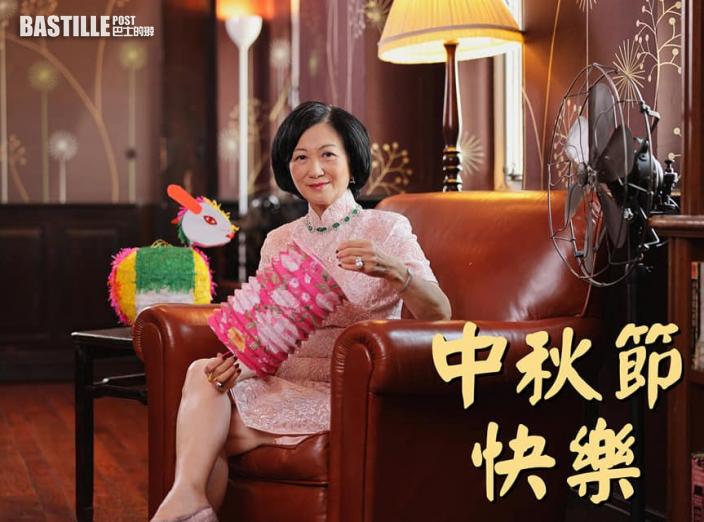 Kelly Online|葉劉再著旗袍賀中秋 網民大讚風韻猶存