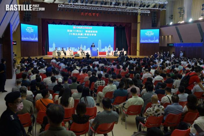 香港產業單一年輕人不能學以致用梁振英籲青年融入國家發展大局