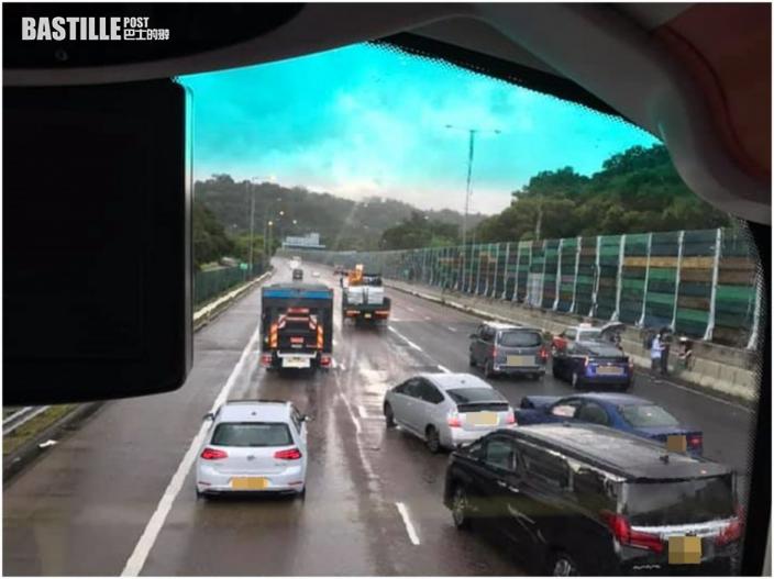 吐露港公路來回方向接連4宗車禍 至少1司機傷