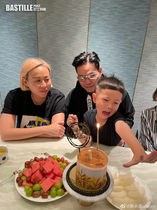 蘇永康54歲正日與家人慶祝 第一年收囝囝生日卡冧爆