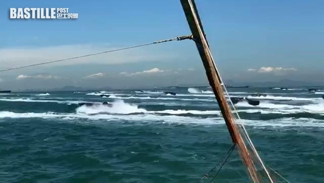 水警截走私艇翻船|走私快艇成群出沒片瘋傳 港珠澳大橋下狂飆