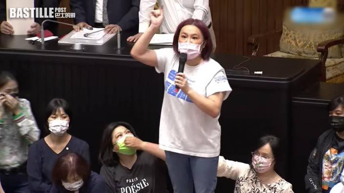 藍綠立法院大混戰 蘇貞昌僅得10秒發表施政報告