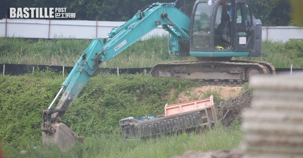 天水圍上午發生致命工業意外,一名駕駛運泥車的工人死亡。