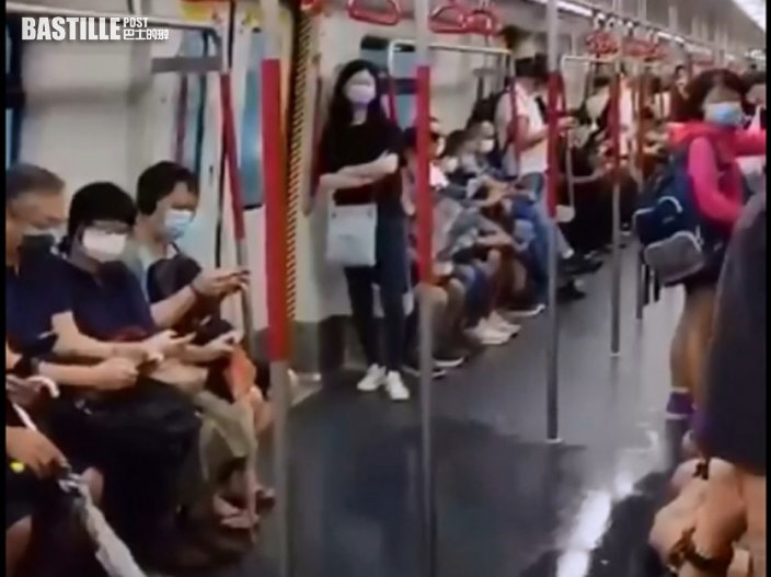 暴雨肆虐 東涌線列車漏水 扶手位置天花板狂滴水