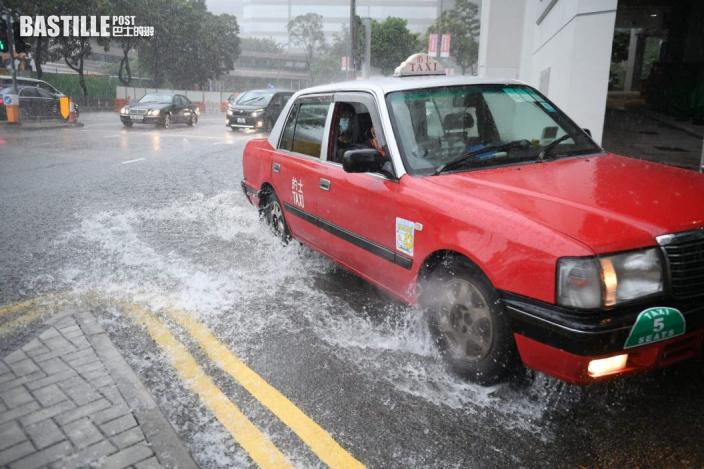 天文台:本港有紀錄以來第二次在10月發出黑雨
