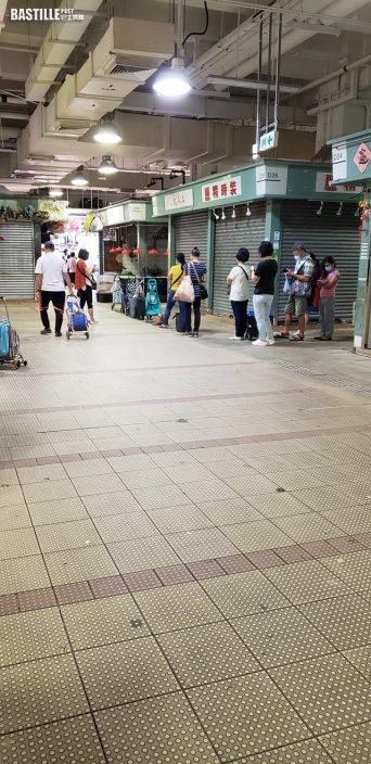 圓規襲港|風雨前夕市民瘋狂掃貨 街市凍肉舖現人龍