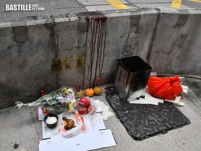 的士謀殺案|現場石壆血跡斑斑 家人血痕下傷心路祭