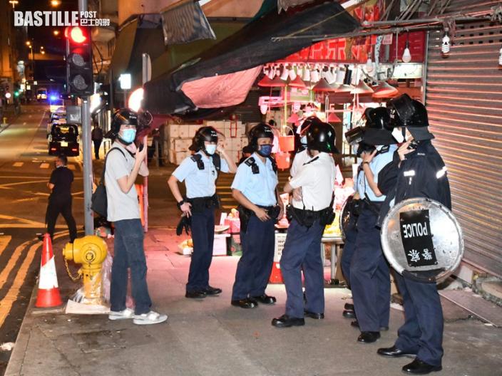 的士謀殺案 警八號風球下嚴陣以待 持盾戴頭盔西環巡邏緝兇