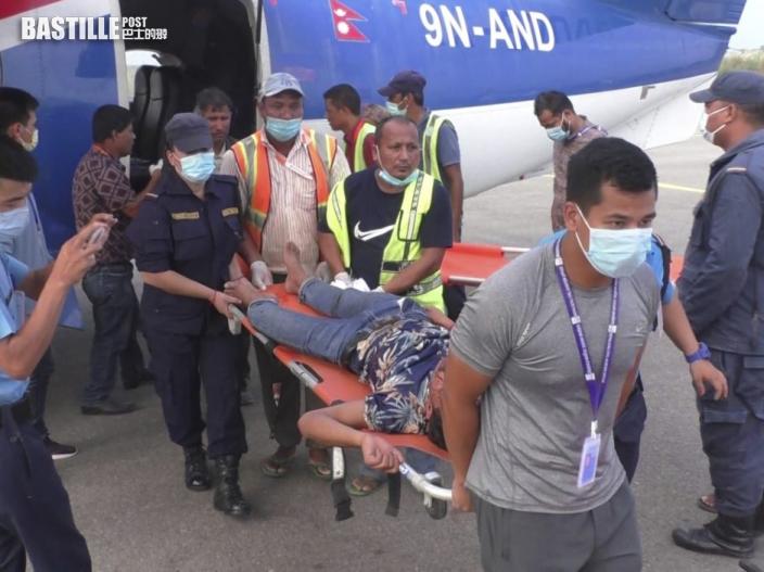 尼泊爾一輛巴士墜崖 至少28人死亡