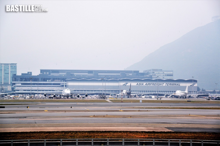 俄羅斯貨機偏離跑道剷入草坪 機場北跑道關閉改用南跑道