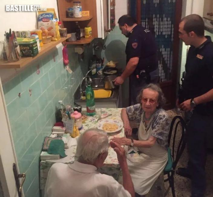 獨居老婦肚餓報警 暖心警察登門煮麵陪聊天